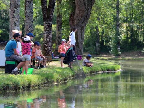 Animation pêche au coup avec un groupe d'enfants